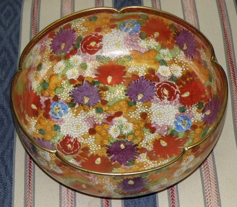 Fine Japanese satsuma earthenware Bowl Meiji Period Hand Painted Millefleur Gold